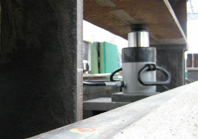 lukas_hydraulic_cylinder_lifting_steel