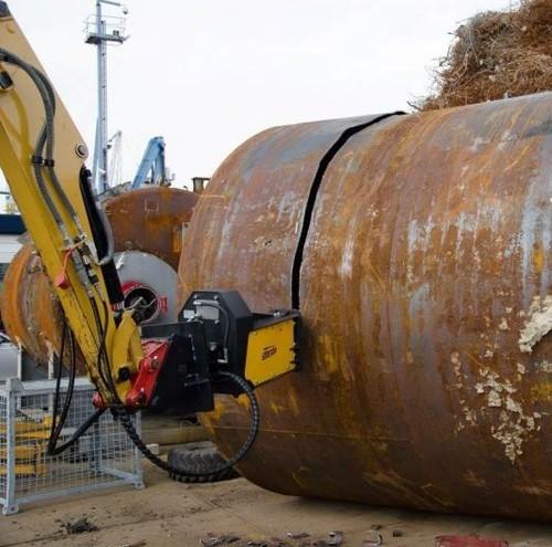 TC-120 Tank Cutter cutting scrap tank for recycling