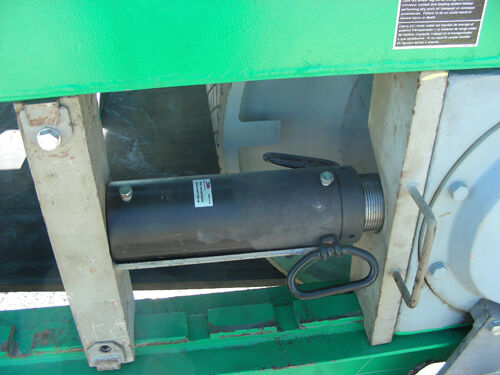 hydraulic ram separating steel plates