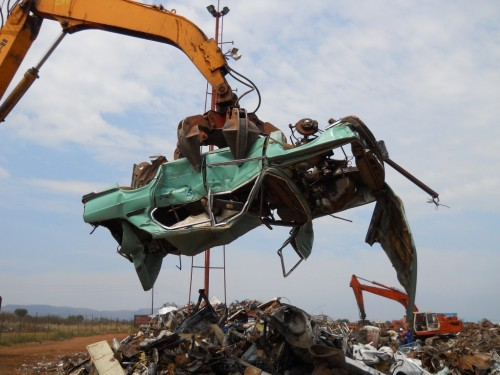 hydraulic scrap grapple moves scrap car